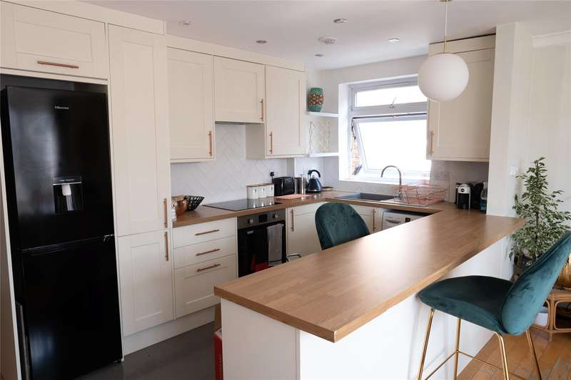 2 Bedrooms Apartment Flat for sale in Avon Court, Holden Road, Woodside Park, London, N12