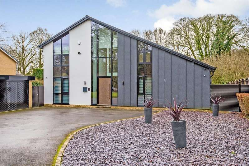 4 Bedrooms Detached House for sale in The Spinney, Horrobin Lane, Bolton