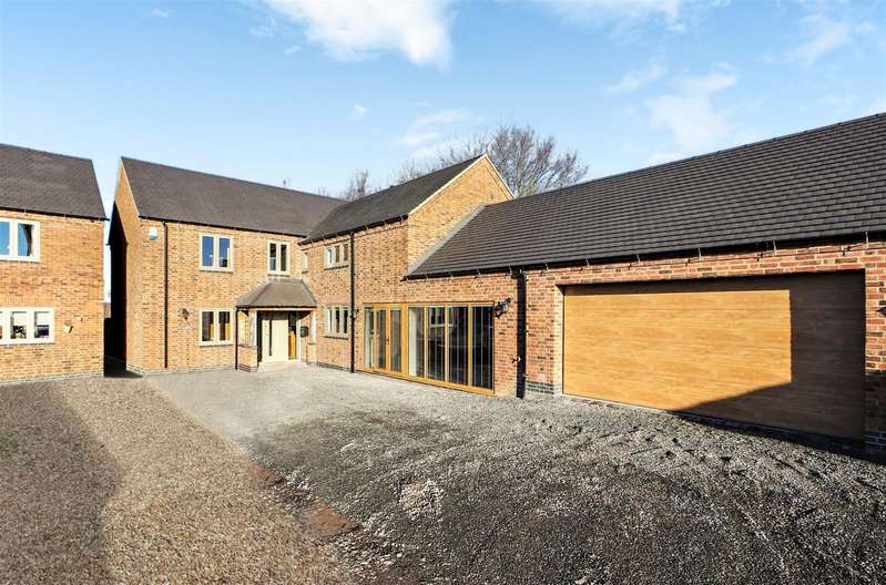 4 Bedrooms Detached House for sale in Ashby Road, Donisthorpe, DE12 7QF