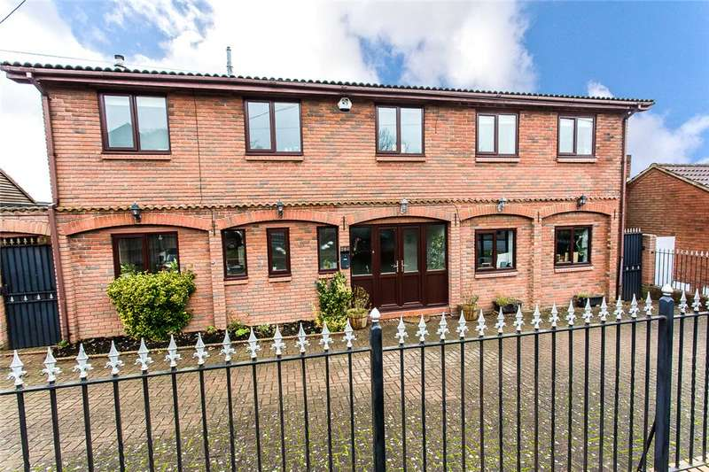 5 Bedrooms Detached House for sale in Lords Wood Lane, Lords Wood, Kent, ME5
