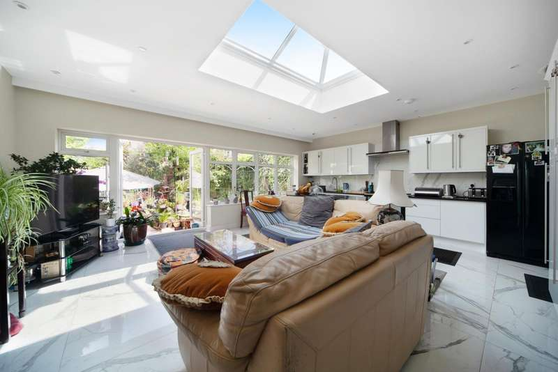 5 Bedrooms Semi Detached House for sale in Chambers Lane, Willesden, London