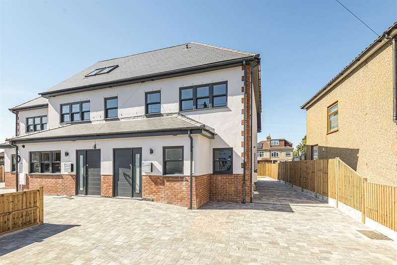 4 Bedrooms Terraced House for sale in Brierley Close, Hornchurch, RM11 2BD