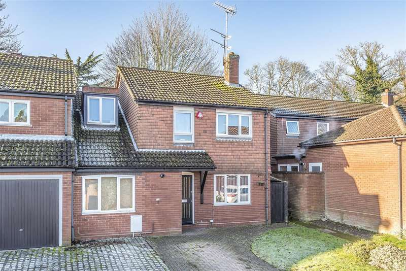 4 Bedrooms House for sale in Nash Close, Elstree, Borehamwood
