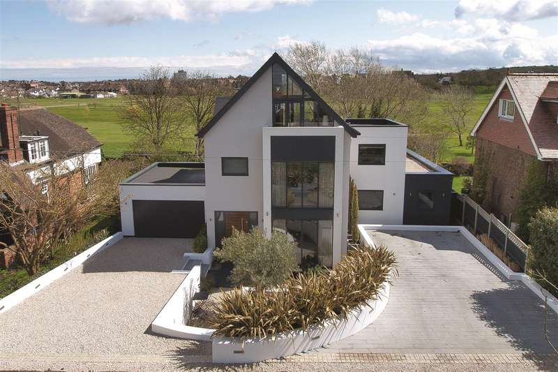 4 Bedrooms Detached House for sale in Island Wall, Whitstable
