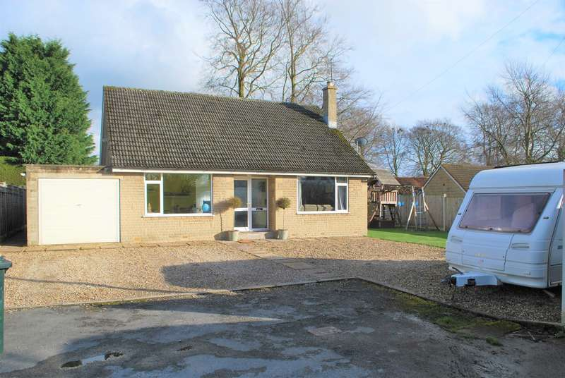 4 Bedrooms Detached Bungalow for sale in Keld Close, Pickering, YO18