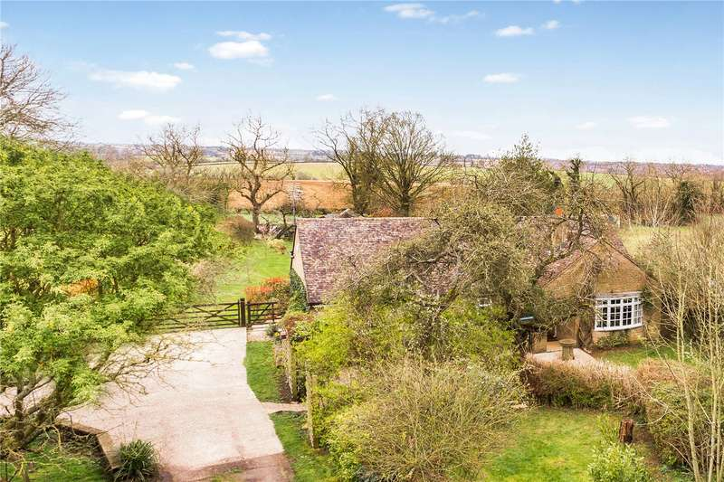 3 Bedrooms Detached Bungalow for sale in Charlton Road, Evenley, Brackley, Northamptonshire, NN13