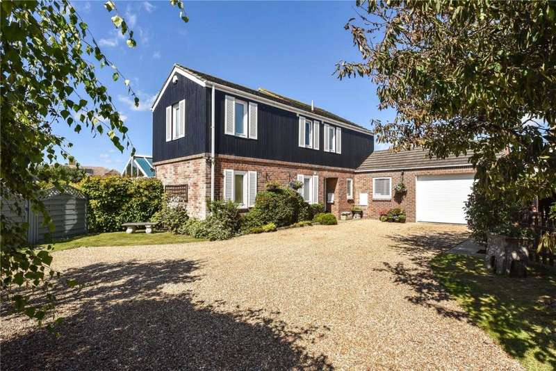4 Bedrooms Detached House for sale in West Mead, East Preston, West Sussex, BN16