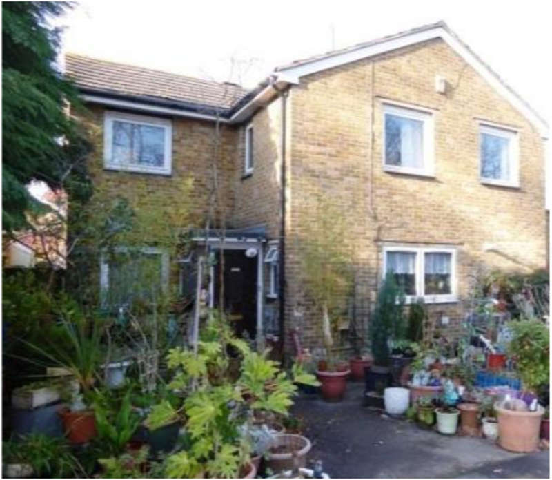 4 Bedrooms Detached House for sale in Leatherhead Road, Chessington