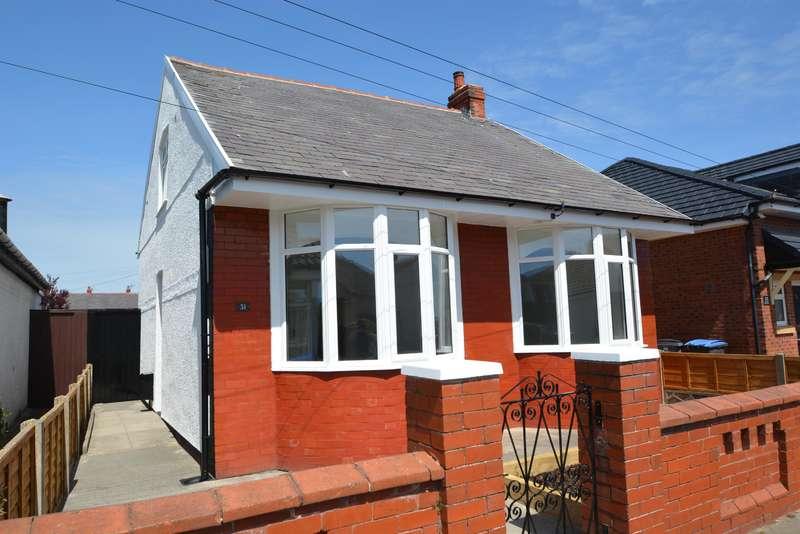4 Bedrooms Detached Bungalow for sale in Harcourt Road, Blackpool, FY4 3ET