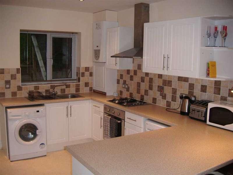 4 Bedrooms Semi Detached House for rent in Pretoria Rd, Canterbury