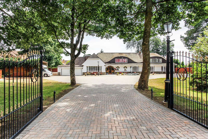 4 Bedrooms Detached House for sale in Rookery Wood, Penarth