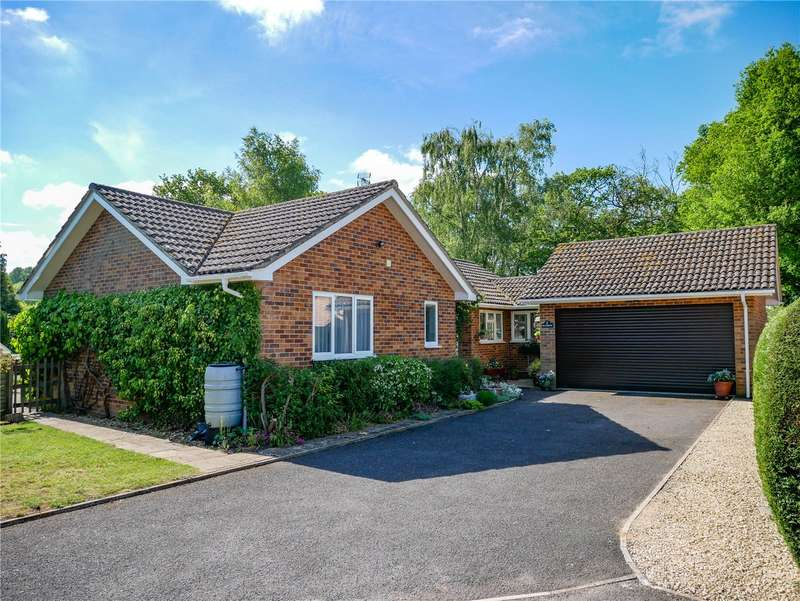 4 Bedrooms Detached Bungalow for sale in Sandy Close, Hermitage, Thatcham, Berkshire, RG18