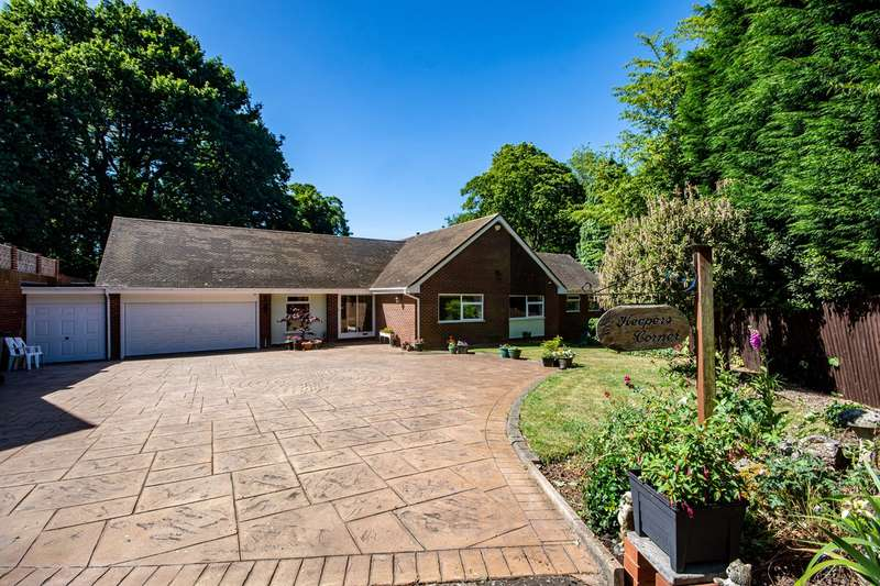 3 Bedrooms Detached Bungalow for sale in Stowe Hill Gardens, Lichfield, WS13