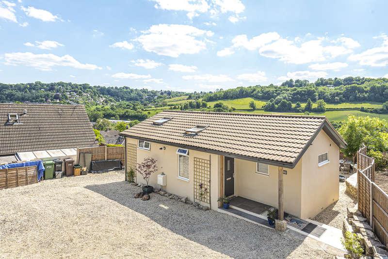 2 Bedrooms Detached Bungalow for sale in Thrupp Nr Stroud
