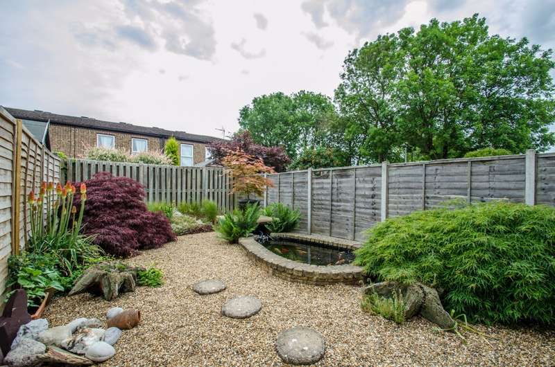 3 Bedrooms House for sale in Canterbury Way, Stevenage, Hertfordshire, SG1