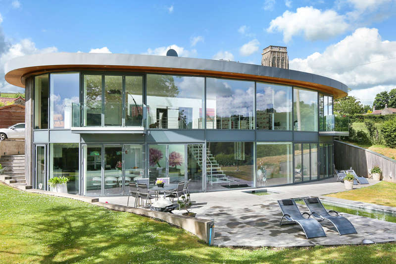4 Bedrooms Detached House for sale in Exceptional home with uninterrupted views
