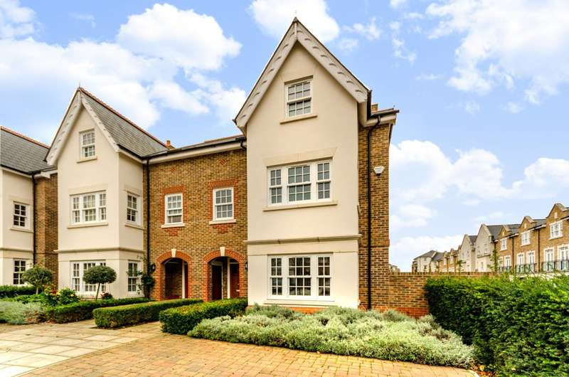 5 Bedrooms Semi Detached House for sale in Drury Close, Putney Heath, SW15