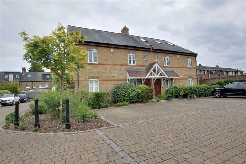 2 Bedrooms Flat for sale in Sovereign Mews, Hadley Wood, Herts