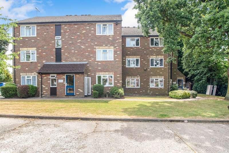 2 Bedrooms Apartment Flat for sale in Honours Mead, Howard Agne Close, Bovingdon, Hemel Hempstead, HP3