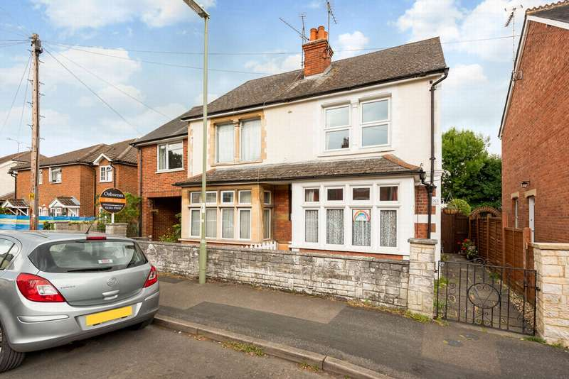 3 Bedrooms Semi Detached House for sale in Somerset Road, Farnborough, GU14