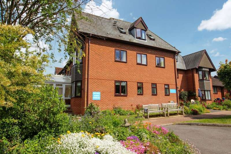 2 Bedrooms Flat for sale in Ashlawn Gardens Winchester Road, Andover, SP10