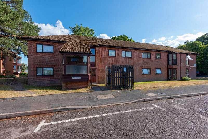 2 Bedrooms Apartment Flat for sale in Bruntile Close, Farnborough, GU14