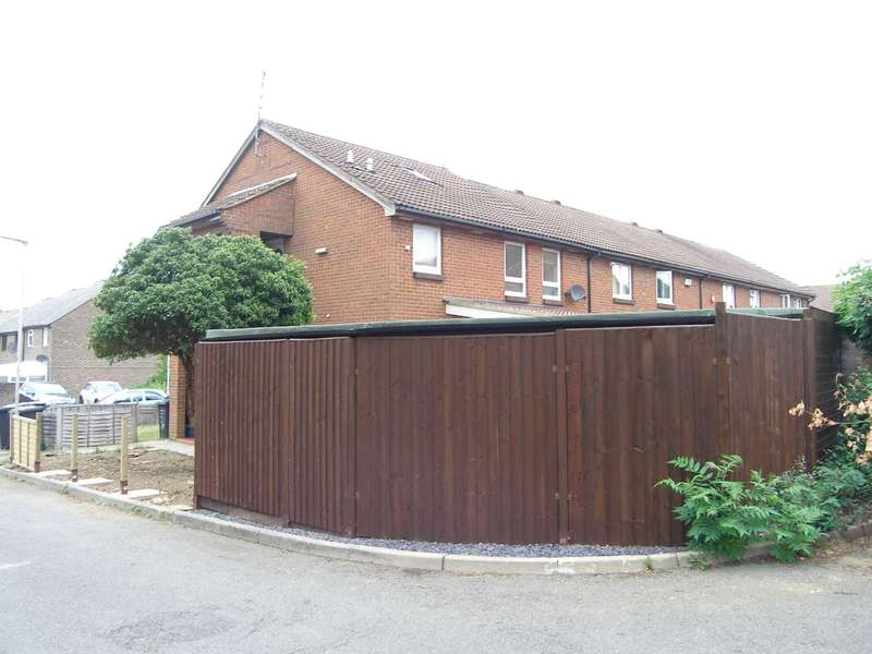 1 Bedroom Studio Flat for sale in Wheelwright Close, Bushey