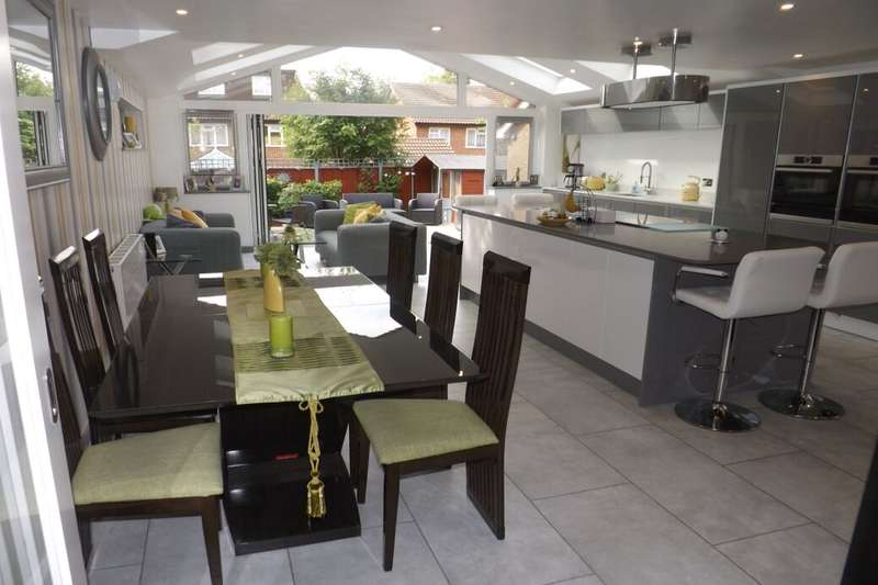 5 Bedrooms Detached House for sale in Bridgeman Drive, Houghton Regis, Dunstable, LU5