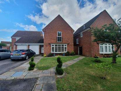 4 Bedrooms Detached House for sale in Tyne Crescent, Bedford, Bedfordshire, .