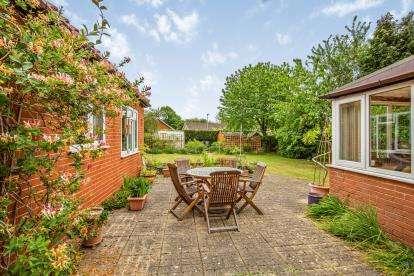 4 Bedrooms Bungalow for sale in Wymondham, Norfolk