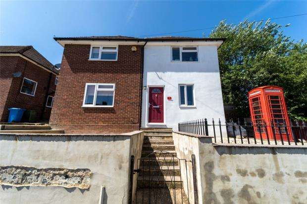 3 Bedrooms Detached House for sale in Connaught Road, Aldershot, Hampshire