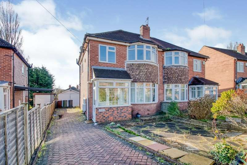 3 Bedrooms Semi Detached House for sale in Montagu Crescent, Leeds, West Yorkshire, LS8