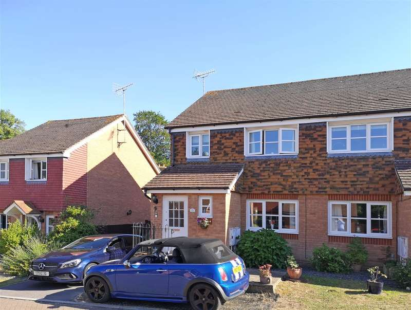 3 Bedrooms Semi Detached House for sale in North End Close, Petworth