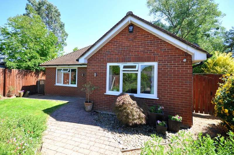 3 Bedrooms Detached Bungalow for sale in Hampton Drive, Ringwood, BH24 1SL