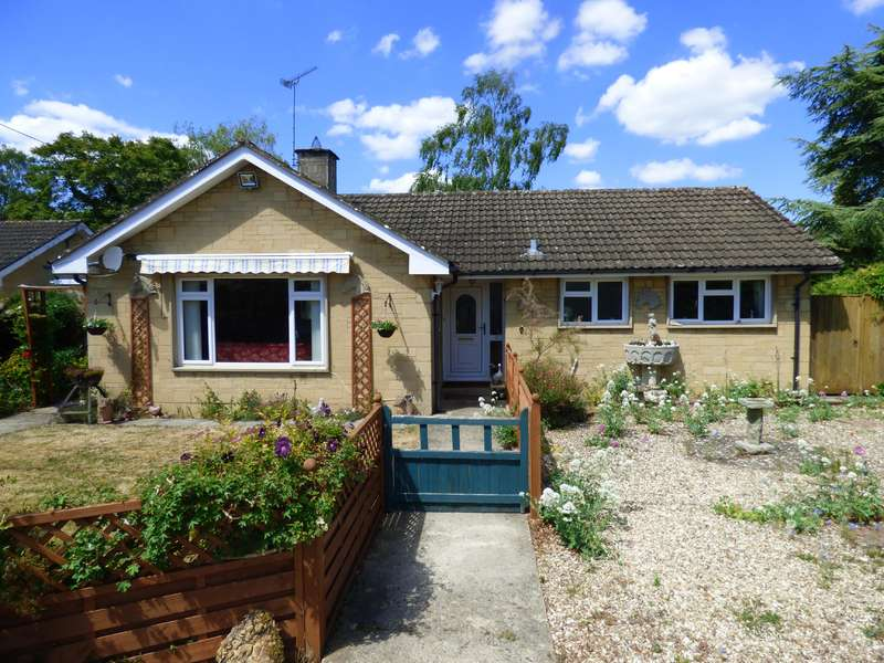 3 Bedrooms Bungalow for sale in Keble Close, Lechlade