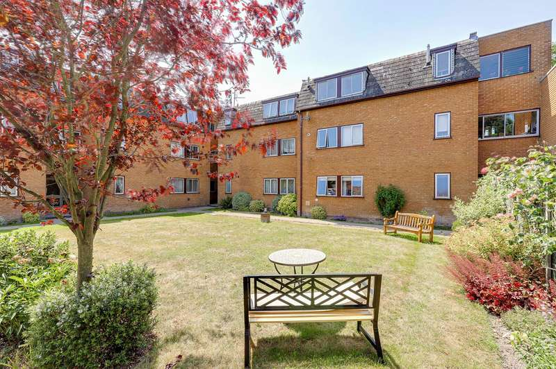 2 Bedrooms Ground Flat for sale in Newmarket Road, Royston, SG8