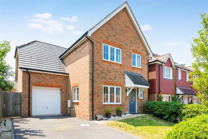 4 Bedrooms Detached House for sale in Selby Close, Burgess Hill