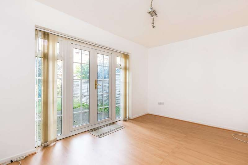 4 Bedrooms Semi Detached House for rent in Oaklands Road, Bromley, BR1