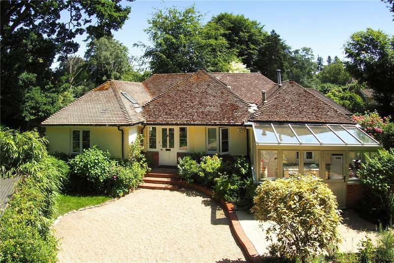 5 Bedrooms Detached House for sale in Hill Brow, Liss, Hampshire, GU33