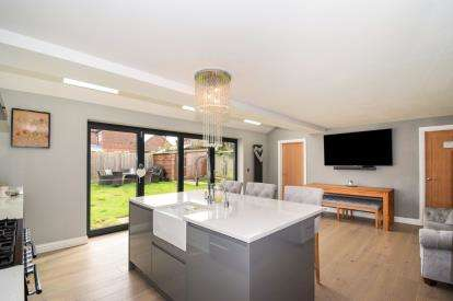4 Bedrooms Detached House for sale in Lawrence Close, Leicester, Leicestershire
