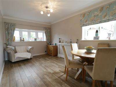 3 Bedrooms Detached House for sale in Colonel Ward Drive, Swinton, Mexborough