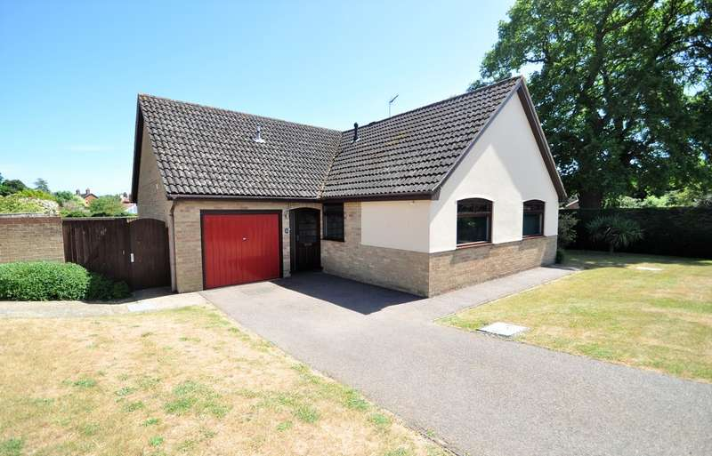 3 Bedrooms Detached Bungalow for sale in Hill Farm Road, Halesworth