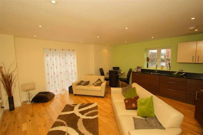 2 Bedrooms Flat for rent in Roundhay Court, Sutherland Avenue, LS8
