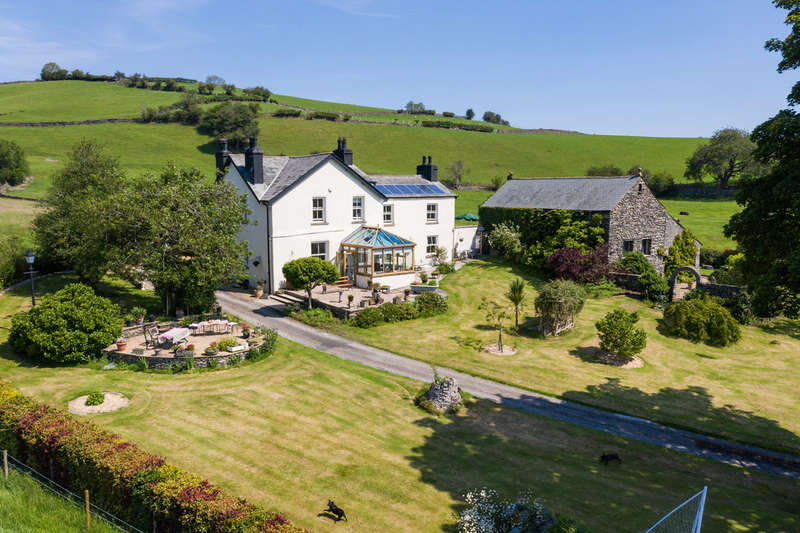5 Bedrooms House for sale in Barnsdale, Burneside, Kendal, Cumbria LA8 9AG