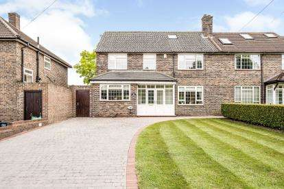 5 Bedrooms Semi Detached House for sale in Chigwell, Essex