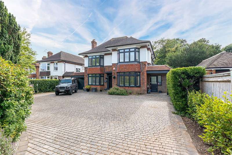 5 Bedrooms Detached House for sale in First Avenue, Charmandean, Worthing, BN14