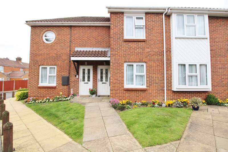2 Bedrooms Apartment Flat for sale in Yew Tree Court ,Barnet Lane, Borehamwood