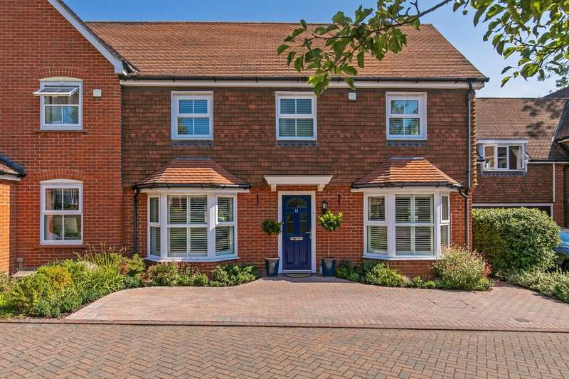 3 Bedrooms Semi Detached House for sale in Twiss Square, Winchester, SO23