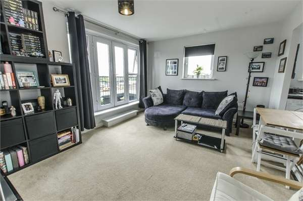 2 Bedrooms Flat for sale in Alexander Square, EASTLEIGH, Hampshire