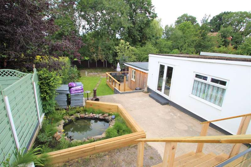 3 Bedrooms Bungalow for sale in Footshill Road, BS15 8HA